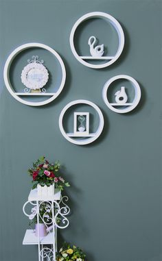 Simple but elegant wall decor with round shelves
