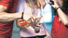 """A combinação dos elementos """"férias"""" e """"calor"""" pode criar um cenário de maior risco para que jovens experimentem bebidas alcoólicas e, consequentemente, outras drogas ilícitas, o que exige atenção redobrada da família."""