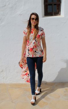 The print on this top is gorgeous. Love the dipped hem effect.