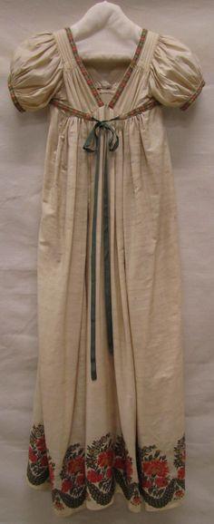 Japon, ca. 1810-1820, wol en zijde met ingeweven wollen bloemrand, Gemeentemuseum Den Haag.