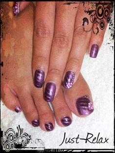 Purple magnetic polish with flower finish.