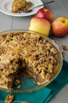 This caramel apple pecan streusel pie tastes as good as it looks! It's loaded with apples, topped with crunchy peach streusel and homemade caramel sauce. Apple Pecan Pie, Pecan Tarts, Apple Pies, Pie Dessert, Cookie Desserts, Dessert Recipes, Fall Desserts, Pie Recipes, Fall Recipes