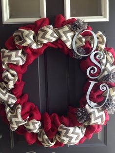 Burlap Ohio State wreath - would be nice with red sox colors @barb1033 what do you think?