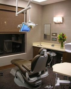 Flowers invoke a calming ambiance at a dental office - Antonio Martins Interior Design | Commercial | www.antoniomartins.com