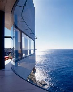 "The ""Holman House"" in Sydney, Australia, designed by Durbach Block Architects. Link courtesy of @Clay Robinson. #ocean #sea #cliff #architecture #durbach_block #sydney #australia #houses #photography #holman_house"