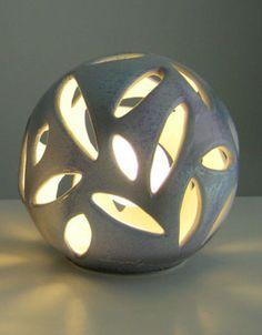 Lampada da tavolo in ceramica. Diametro 20cm o 30cm Creazioni Artigianali Made in Italy. www.vuva.it