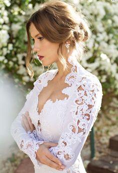 Julie Vino Wedding Dresses 2014 Spring/Summer Collection. To see more: /2014/06/03/julie-vino-wedding-dresses-2014/ #wedding #weddings #fashion