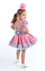 Traje de gitana para niñas rosa chicle con lunar celeste y blanco Little Girl Fashion, Toddler Fashion, Kids Fashion, Womens Fashion, Flower Dresses, Pretty Dresses, Flamenco Costume, Spain Fashion, Harajuku