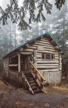 076 Small Log Cabin Homes Ideas Small Log Cabin, Little Cabin, Tiny House Cabin, Log Cabin Homes, Log Cabins, Rustic Cabins, Cabins In The Woods, House In The Woods, Forest House