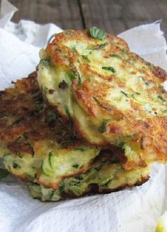 Low FODMAP Recipe and Gluten Free Recipe - Zucchini fritters with dill & cucumber http://www.ibs-health.com/low_fodmap_zucchini_fritters_dill_cucumber.html