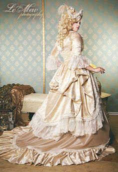 Omg this website, so many Victorian/Renaissance inspired wedding gowns. And custom orders! Under $2,000
