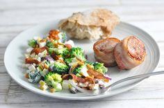 Mørbradmedaljoner med bacon og broccolisalat | Mambeno.dk