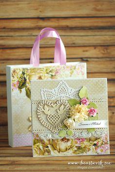 Ażurowa kartka ślubna z delikatnymi wycinankami, koronką oraz dużą ilością kwiatów. Ręcznie wykonana scrapookingowa kartka na ślub w stylu shabby chic. ----- Lace wedding card