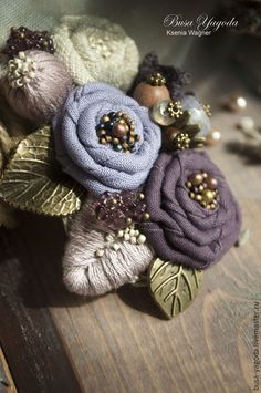 Perfect feminine florals for the cooler weather; they have the substance but also the dainty colors. Cloth Flowers, Burlap Flowers, Lace Flowers, Felt Flowers, Fabric Flowers, Ribbon Crafts, Flower Crafts, Fabric Crafts, Fabric Flower Brooch