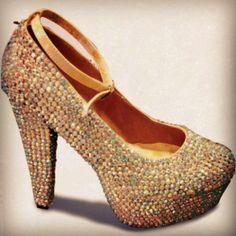 Fabulosos zapatos decorados que no pueden faltar en tu closet By: Luisana Molina