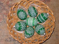 Reliefní - hustý vzor (tmavé) Painted Christmas Ornaments, Egg Art, Easter Eggs, Haha