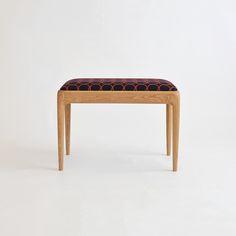 ミナペルホネンファブリック「タンバリン」を使った木製ベンチ「P-bench」。 こちらは横幅を半分の長さでオーダーいただいた別注品です。 京都・宇治の家具店enstol(エンストル)のオリジナル椅子×ミナペルホネンファブリックの組み合わせ。 ベンチもミナの生地もともに、経年変化が楽しめるつくり。 長く大切に愛用できるベンチです。 #ベンチ #ダイニングベンチ #ミナペルホネン #無垢 #京都 #日本製 #minaperhonen #北欧インテリア #おしゃれなインテリア #おしゃれ #つくりのいいもの #職人 #ものづくり #ロングライフデザイン