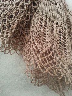 Free Pattern: Eliina Shawl by Lankakomero