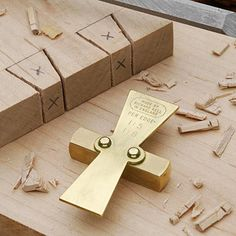 Solid Brass Dovetail Marker from the UK helps to quickly and accurately mark out dovetails in 1:5 and 1:8 ratio.