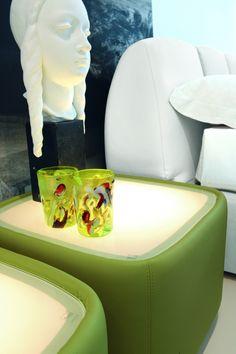 Teeny Tonin Casa  Design: Alessandro Crosera    Hier Teeny, einen neuen Weg, um das Bett zu konzipieren.  Es ist ganz in Leder, Kunstleder oder Stoff überzogen, hat eine aus gehärtetem Glas mit der Möglichkeit, mit integrierter LED-Beleuchtung zu wählen.  Moderne Klasse kann problemlos kombiniert werden.  http://www.storeswiss.com/de/prod/schlafzimmer/nachttische-und-nachtkonsolen/teeny-tonin-casa.html