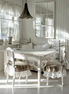 enchanted-barnowlkloof:Beautiful shabby chic