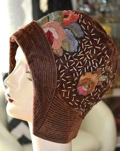 vintage flapper art deco embroidered cloche hat velvet metallic chenille I the Flapper Hat, Flapper Style, Flapper Fashion, 1920s Style, 1920s Flapper, Mode Vintage, Vintage Hats, Vintage Prom, Dress Vintage