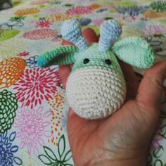 Feliz fin de Semana! Mientras termino este nuevo amigurumi #ganchillo #crochet#virka #uncinetto #hekle #amigurumi #amigurumidoll #hechoamano #handmade #fattoamano #craft by atrama_artesana