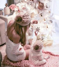Family Christmas Pictures, Family Photos, Christmas Baby, Christmas Pajamas, Mom And Baby, Mommy And Me, Fall Family Photo Outfits, Foto Baby, Christmas Photography