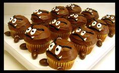 Goomba and Mushroom Cupcakes that I think I could actually do myself. So cute! Gâteau Mario Bros, Mario E Luigi, Mario Brothers, Mario Birthday Party, Super Mario Birthday, Super Mario Party, 7th Birthday, 6th Birthday Parties, Birthday Ideas