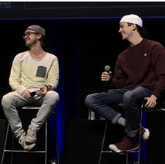 Grant Gustin and Tom Felton, panel from Silicon Valley ComiCon
