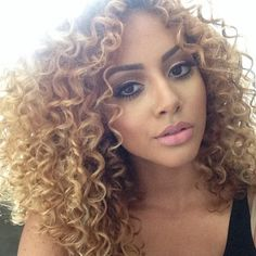 Honey blonde curly hair - this is what I want Soo badly over the summertime!