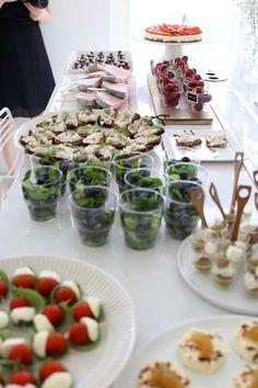 Homevialaura, Kuistin kautta, kesäjuhlat, tarjoilut, koristelu Catering Food, Wedding Catering, Kinds Of Cookies, Sunday Brunch, Creative Food, Finger Foods, Great Recipes, Food And Drink, Appetizers