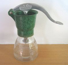 BEL Cream Maker (Jubilee Model, green), 1930s (SOLD) - www.vanishederas.com