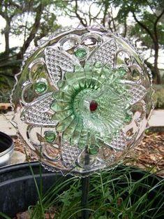 glass plate garden flower green red SOLD by Seradwen Glass Garden Flowers, Glass Plate Flowers, Glass Garden Art, Flower Plates, Garden Totems, Garden Statues, Garden Sculptures, Outdoor Flowers, Outdoor Art