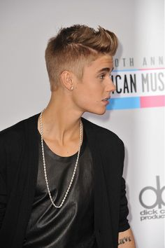 Justin Bieber Short Hairstyle For Men #ShortHairForMen