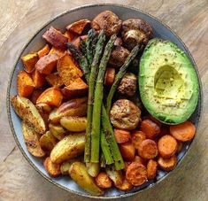 Asparagus And Mushrooms, Stuffed Mushrooms, Stuffed Peppers, Curry Recipes, Vegan Recipes, Oven Baked Vegetables, Vegan Bio, Plat Vegan, Menu Dieta