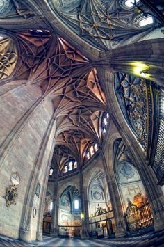 Segovia Cathedral / http://www.architecturendesign.net/a-compilation-of-beautiful-architecture-from-around-the-world/