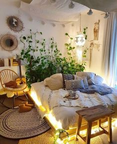 Modern Bohemian Bedrooms & Home Interior Decor Ideas: With the passage of time the demand and trend of the bohemian home decoration has been becoming the main talk of the town. Bohemian Bedroom Decor, Bohemian House, Modern Bohemian, White Bohemian, Hippie House Decor, Bohemian Decorating, Bohemian Bedding, Bohemian Interior, Minimalist Bedroom