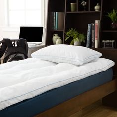 This Twin or Twin XL mattress topper features Memory Foam and polyester filling for ultimate comfort. The baffle box construction offers added comfort.