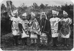 File:Indians in ceremonial dress. - NARA - 297948.jpg