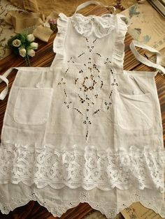 1 million+ Stunning Free Images to Use Anywhere Retro Apron, Aprons Vintage, Vintage Lace, Vintage Country, Ruffle Apron, Apron Dress, Blouse Nylon, Cute Aprons, Sewing Aprons
