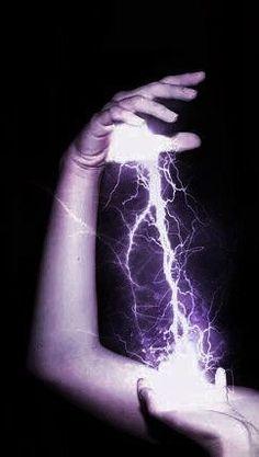 #wattpad #de-todo Sarah Robbie mejor conocida como Galaxy Girl es hija de Star Girl, todo iba bien hasta que un día hubo un inesperado ataque alienígena al que su madre tubo que ir para ayudar a su equipo Los Heroicos, pero....que pasará cuando los alienígenas derroten a Los Heroicos y sus hijos tengan que salvarlos... Queen Aesthetic, Book Aesthetic, Purple Aesthetic, Character Aesthetic, Aesthetic Pictures, Foto Fantasy, Fantasy World, Dark Fantasy, Fantasy Art