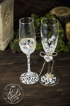 Personalized Champagne Flute, Mr and Mrs wedding glasss, Toasting Flutes, Rustic wedding Flutes Engraved Champagne glasss, Toasting Flutes Original products from RusticBeachChic are the best solution for your big day or as an exclusive gift for a newly-married couple or an