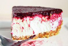 Greek yogurt is a huge deal right now. What makes Greek yogurt unique is that the whey is straine out. Greek yogurt is also called strained yogurt. This Berry, Greek Yogurt Cheesecake is not only super Greek Yogurt Cheesecake, Berry Cheesecake, Cheesecake Recipes, Dessert Recipes, Desserts, Raw Almonds, Toasted Pecans, Fudge Brownie Pie, Earthquake Cake Recipes