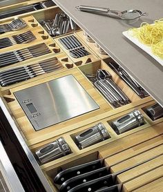 Gorgeous 40 Smart Kitchen Organization Ideas https://bellezaroom.com/2018/03/05/40-smart-kitchen-organization-ideas/