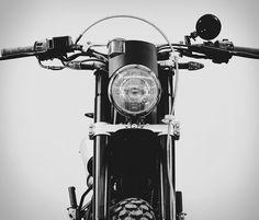 Born é uma empresa de motocicletas independentes com sede em Barcelona, eles personalizam o design original, de edição limitada para motos de passeios e cotidianas.Sua novaMoto Trackeré uma compilação d