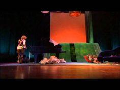 Brigitte Kaandorp - Smoke on the water & vuilnisman op elektrische ukulele