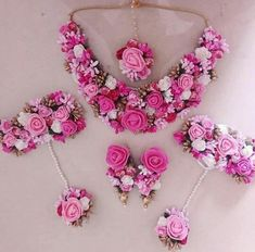 Hand made Beautiful floral jewellery full set for mehandi/haldi n any many more special occasions 😍 Can be customize in any color. We take bulk order for bridemaids as well . Indian Wedding Jewelry, Indian Jewelry, Bridal Jewelry, Indian Bridal, Flower Jewellery For Mehndi, Flower Jewelry, Bridal Mehndi Dresses, Bridal Chura, Flower Ornaments
