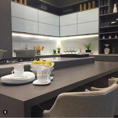 Modern Kitchen Cabinets, Kitchen Dining, Kitchen Decor, Küchen Design, Design Case, House Design, Luxury Kitchens, Home Kitchens, Small U Shaped Kitchens