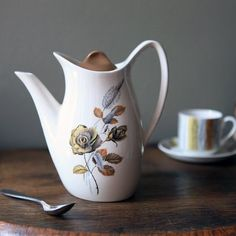 Coffee Pot Meaning In Spanish : 1000+ images about My pottery collection on Pinterest Spanish garden, Cake stands and Gravy boats